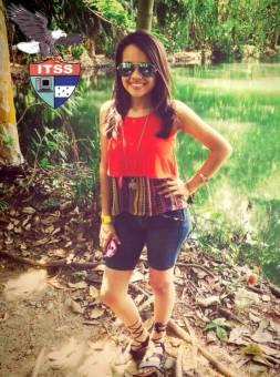 Candidata a Reina de las Flores 8vo Grado Allison Portillo