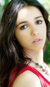 "Mohini ""Mo"" Banjaree ( Naomi Scott)"