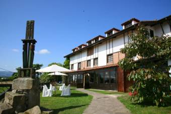 http://www.hotelcolegiata.com/el-hotel