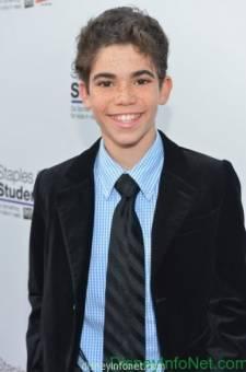 Luke Ross--Cameron Boyce--13 años