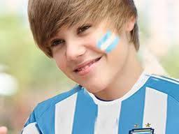 justin bieebr vestido con el uniforme argentino