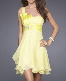 Nunca lleves ropa toda amarilla. Atrae la mala suerte... Seguro que nadie quiere eso, Además, el amarillo no es propio del invierno.