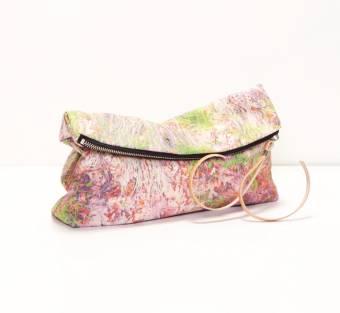 En los bolsos, en primavera se llevan de varios colores mezclados. Que kucoosss! *.*