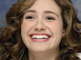 por su preciosa sonrisa