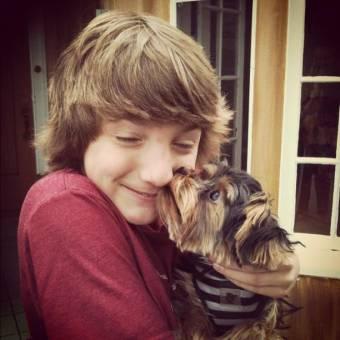 en fin te amo eres estupendo soy una jakester de corazon miren como sale en la foto con el perro ¡no es tierno!