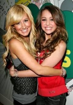 Miley Cyrus y Ashley Tisdale