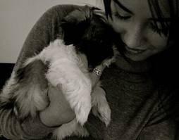 Demi Lovato y su perrito.