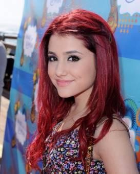Ariana Grande (:) :B)