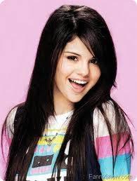 Selena Gomez : Pelo liso