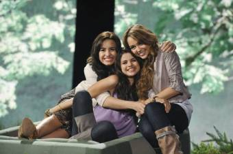 Selena,Demi y Miley juntas