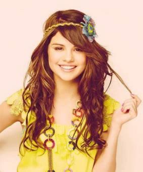 Selena Gomez (Alex)
