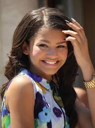 porque Zendaya tiene una sonrisa bonita.